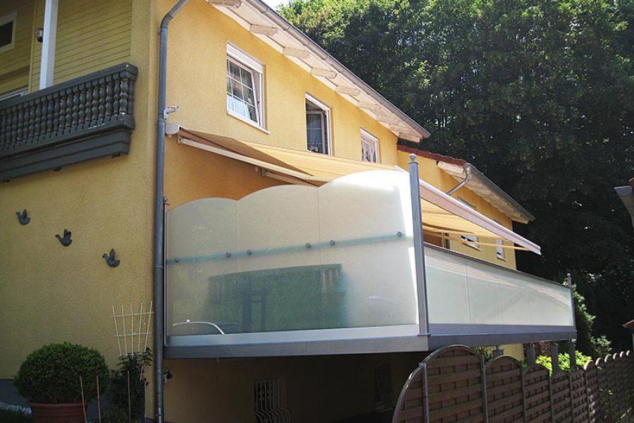 Carport und Terrasse
